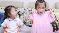 妈妈给4岁双胞胎姐妹买新衣,霸道姐姐看上妹妹的衣服,大打出手