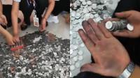 顾客带13万一元硬币买车 车行全体员工数三天硬币手都数黑了