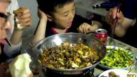 两斤干锅羊杂,一斤啤酒鸭,大sao吃顿好的,一桌硬菜,真过瘾