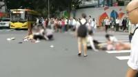 实拍广州一广场附近发生严重车祸致13伤 女生蹲地痛哭喊妈妈