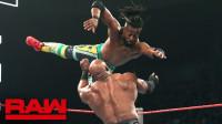 【RAW 05/20】大布对台上的赛斯和科菲虎视眈眈 一副猛虎扑食的样子