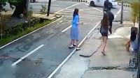 4名女学生太惨了,查看监控,家人再也控制不住
