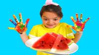 太调皮了!萌宝小萝莉咋吃西瓜为何不洗手呢?最后会肚子疼吗?