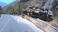 行车记录仪实拍:一次失败的排水渠过弯,告诫我们弯道勿超速!
