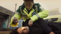 小伙想撞车自杀,结果撞到了救护车,当场就被抢救了过来