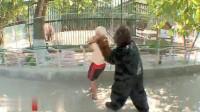 爆笑整蛊:身边突然窜出来一头大猩猩,确定这样不会吓死人么?