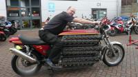 三辆超大马力摩托车,八缸十缸都不叫事,最多的有48个气缸