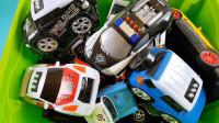 玩具盒子里的警车跑车出租车吉普车玩具展示