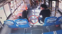 福建一男子公交上公然猥亵女子 被害人怒斥挣扎均无果