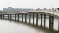 梅州一女子将儿子丢进河中 警方:精神病发作