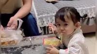 宝宝:妈妈,我和爸爸都饿了,我们俩吃着你看着