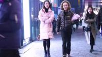 摄影:三里屯街拍,长发飘飘的妹子走过,这样的妹子这里有很多