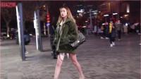 摄影:三里屯街拍,这冬天还没过完,光腿逛街是否合适呢?