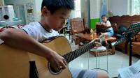 钟诚同学学习吉他弹唱《两只老虎》