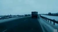 """大货车突然刹车变道,""""下一秒""""才知道他的伟大,监控拍下""""惊险""""瞬间!"""
