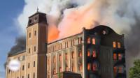匈牙利百年历史建筑起火 大楼主体被火焰吞没