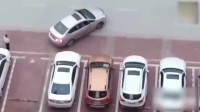 女司机停车:大姐,放过那个车位吧!