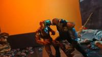 灭霸太强悍了,钢铁侠、雷神和美国队长联手都打不过他