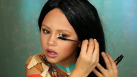 国外小女孩仿妆秀:美妆打扮成的风中奇缘印第安公主你觉得漂亮吗?