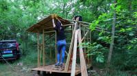丛林性感小姐姐技术一流,搭建小木屋干净利落