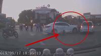 司机错把油门当刹车,险酿悲剧,4人真是命大!