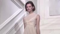 美女模特这单手叉腰的姿势,没个几十年的功力是练不出来的!