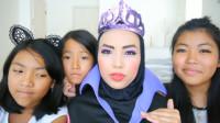 国外亲子美妆秀:孩子们帮妈妈化妆打扮成了邪恶皇后