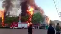 山西交城县水利局大楼起火 外墙被烧只剩框架