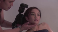 温柔的谎言:摄影师为了取得美女芳心,故意这样对她