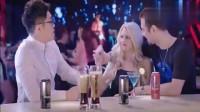 屌丝男士:大鹏去酒吧遇到外国美女,刚倒上酒竟被痛扁一顿