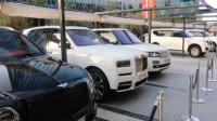 网友偶遇3台SUV,都是全球最豪车型,最后一台最贵最霸气!