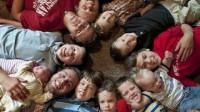 国外一对夫妇连生13个男孩,从结婚到现在几乎都是在怀孕、生孩子