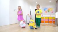 萌娃小可爱们的玩具真是萌萌哒!萌娃:妹妹,我们来比一比谁的玩具跑的更快吧!