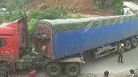 半挂车与大货车急弯道相遇,造成这样结局是谁的失误?