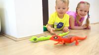 萌娃小可爱们可真是顽皮呢!—萌娃:妈妈别害怕!这是玩具,瞧它们多可爱呀!