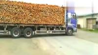 大货车卸木头,老司机给你上一课,用时不到40秒