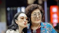 """钟丽缇婆婆与妈妈上演爆笑版亲家""""哑剧"""""""