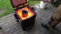 把烧红的铝水倒在铝箔球上,到底会发生什么?