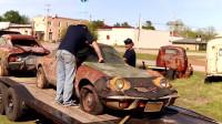 放了30年的老车,清理完树叶和垃圾后,居然还能启动!