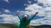 318国道川藏线60岁老太太来到西藏,见到美景就疯了