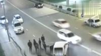 """好""""可爱""""的车祸,司机这操作怕不是在个人秀吧!"""