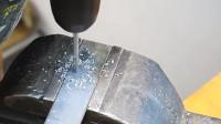 牛人用扁铁制作的这个工具,真的太实用了,发明者真是天才!