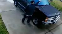 如果不是被拍下,主人肯定不会知道车子是这么没的!