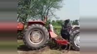 开挂民族玩拖拉机,这智商真是没救了,有没有人来帮帮他们!