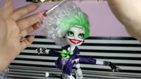 怪高娃娃改造秀:将它重铸容颜粘秀发后装扮打造成小丑
