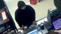 一起抢劫未遂案:男子拿斧头去打劫 不料收银员淡定掏出一把枪