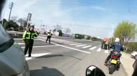 机车摩托:交警一摆手我就停下来,下一刹才知我想歪了