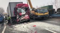 """今早,兰南高速发生两起半挂车事故,车头被揉成""""面团"""",现场一片狼藉"""