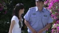 警察当保安,不料刚好碰见妻子,幸亏妻子机智!