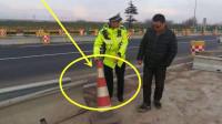 高速公路上行驶撞到这东西,要这样处理,经常有老司机大意吃亏